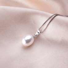 Classic Silver Pendant Necklace with Freshwater Pearl